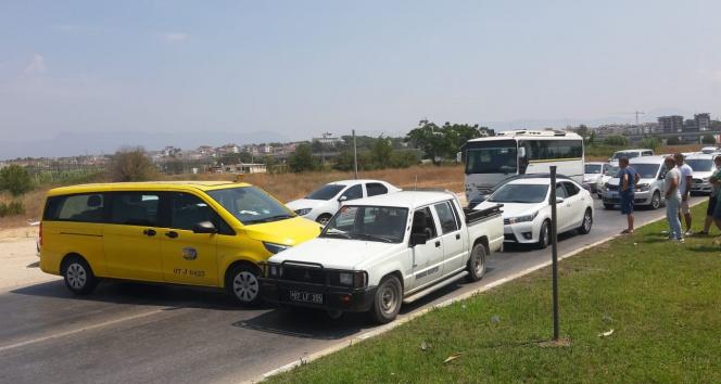 Antalyada 4 aracın karıştığı kazada 6 kişi yaralandı