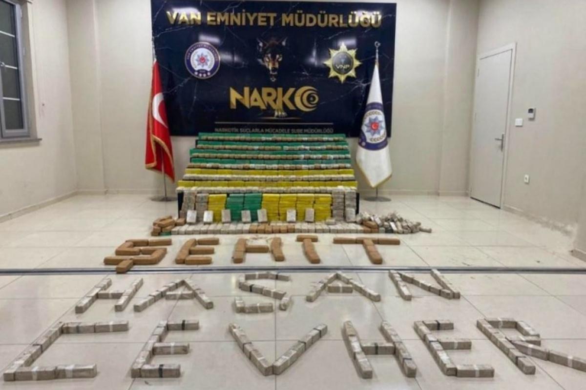Bakan Soylu: 'Hakkari'de 449 kilogram eroin ele geçirildi'