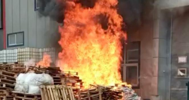 Tuzlada kozmetik fabrikasında yangın çıktı