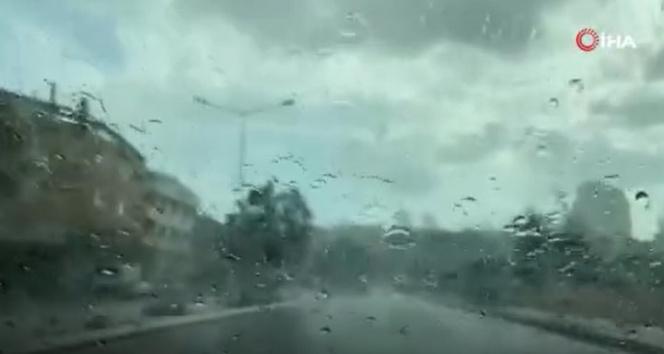 Anadolu Yakasında sağanak yağış başladı