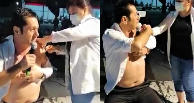 Ünlü sanatçı sahnede korona virüs aşısı oldu