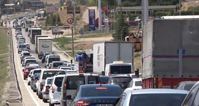 43 ilin geçiş güzergahında son gün trafik yoğunluğu: Kilit kavşakta yine aynı manzara