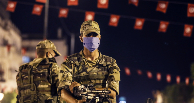 Tunusta 1 ay süreyle sokağa çıkma yasağı ilan edildi