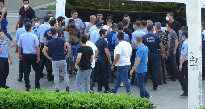 Gezi Parkında taşlı sopalı bıçaklı kavga