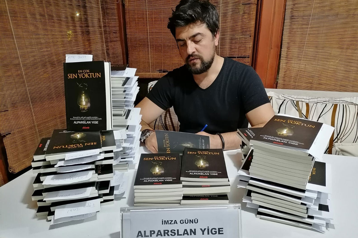 Komiser Alparslan Yige'nin ikinci 'En Çok Sen Yoktun' kitabı çıktı