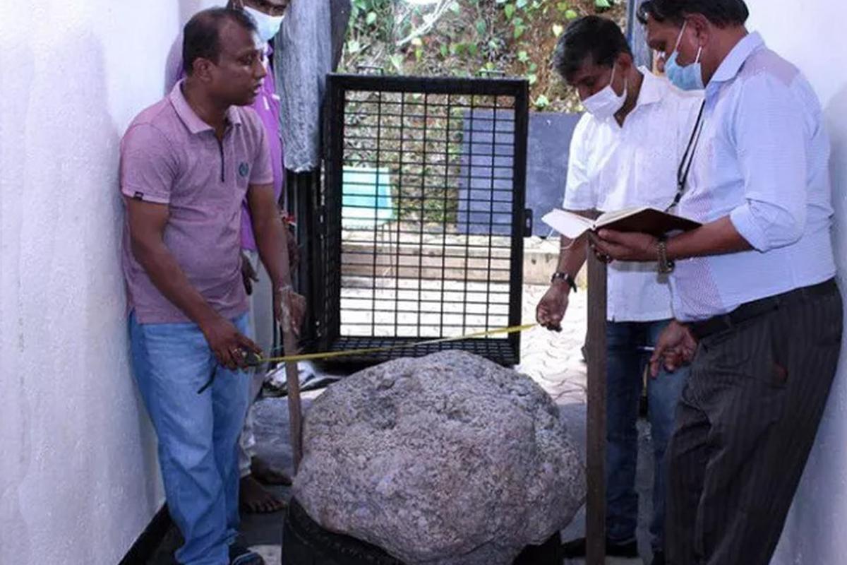 Sri Lankalı işçiler bahçede kuyu kazarken dünyanın en büyük safirini buldu