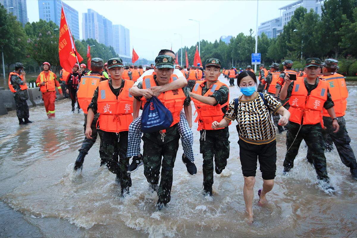 Çin'deki son selleri haber yapan yabancı muhabirlerin ölümle tehdit edildiği iddiası