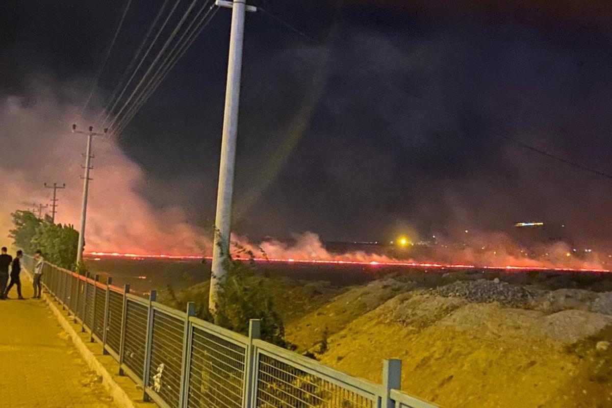 Adıyaman'da anız yangını: 4 kişi dumandan zehirlendi