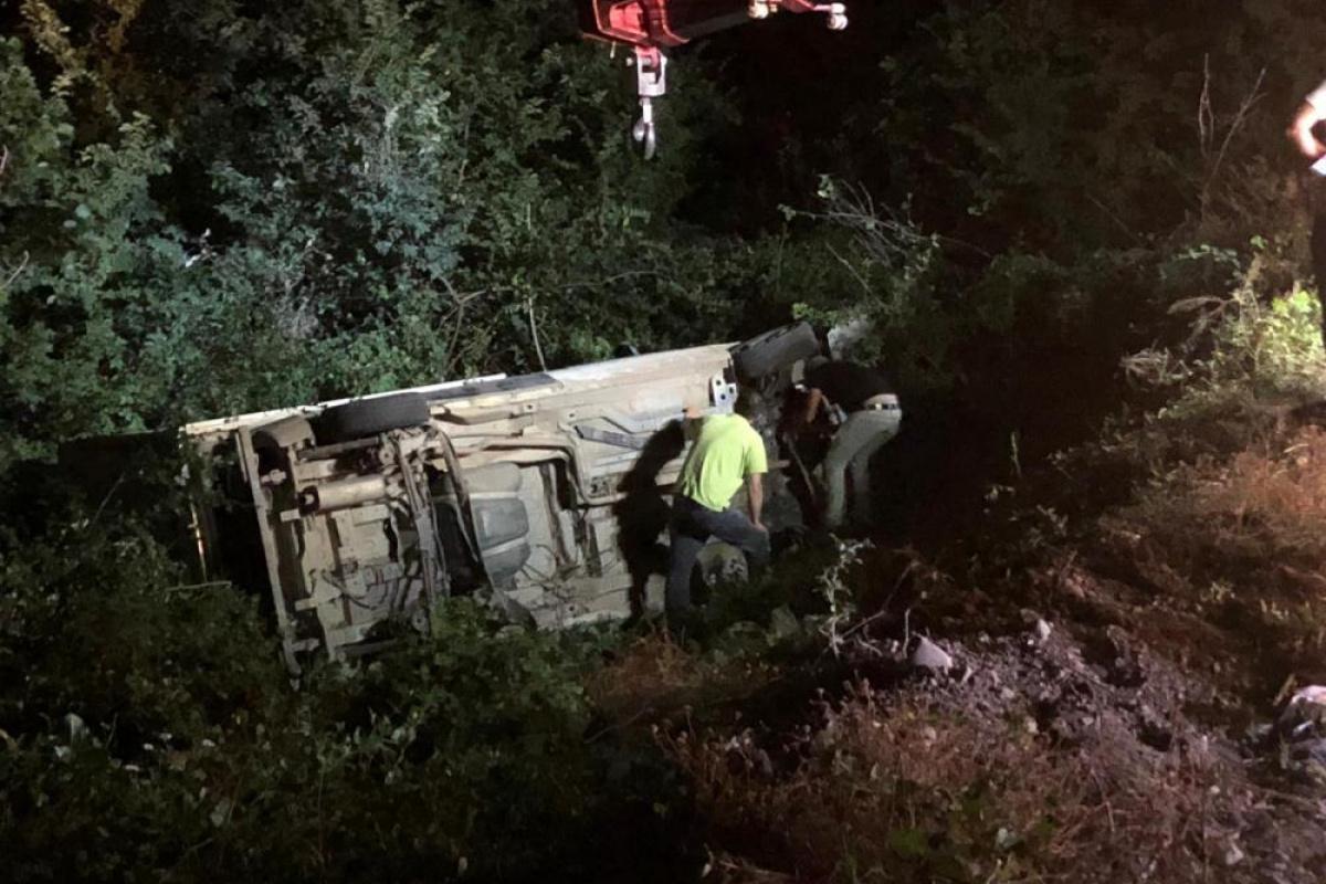 Amasya'da kontrolden çıkan kamyonet şarampole uçtu: 2 yaralı