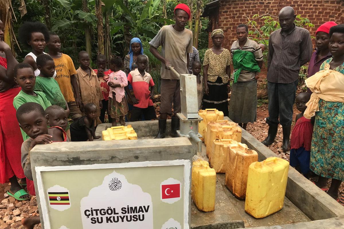Simavlı hayırseverler Uganda'ya temiz su kuyusu kazandırdı