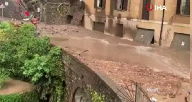 İtalyada sel ve toprak kayması: Cadde ve sokaklar sular altında kaldı