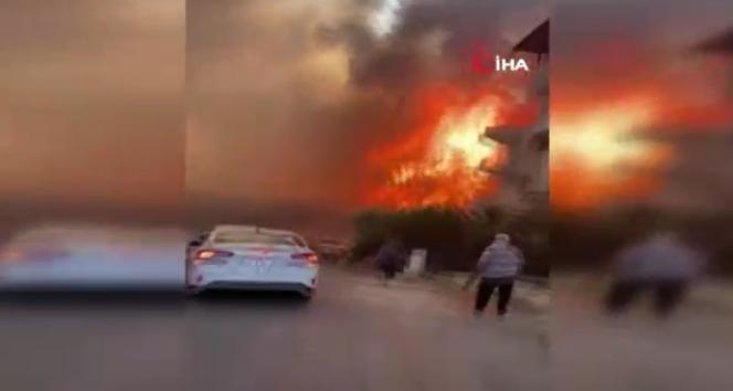 Manavgatta hızla büyüyen yangın yerleşim alanlarına indi