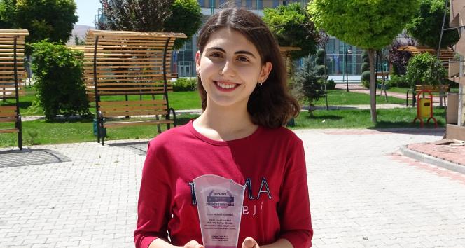 YKSde AYT eşit ağırlık Türkiye birincisi olan Melike başarısının sırrını anlattı
