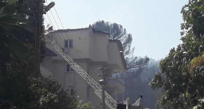 Marmaristeki yangında iki ev zarar gördü
