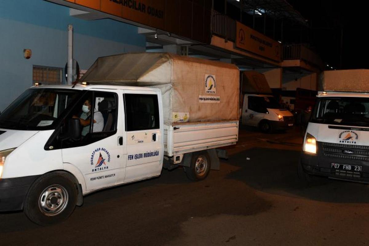 Muratpaşa'dan Manavgat'a 15 araç yardım malzemesi