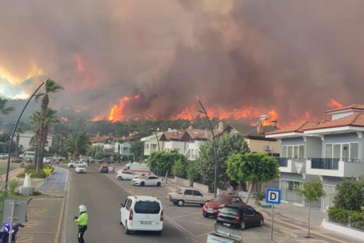 Marmaris'te ilk belirlemelere göre 1 fabrika, 27 ev ve 1 araç yandı