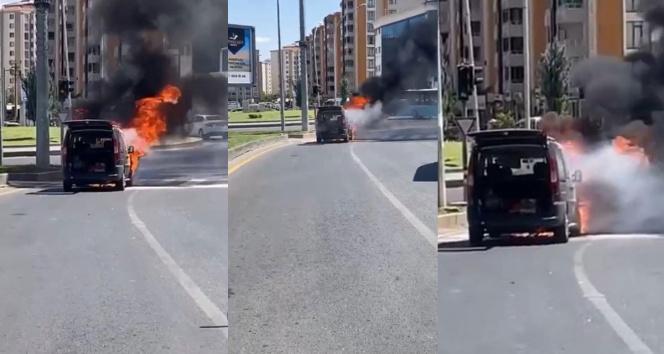Seyir halindeyken alev alan LPGli araç çevredekileri korkuttu