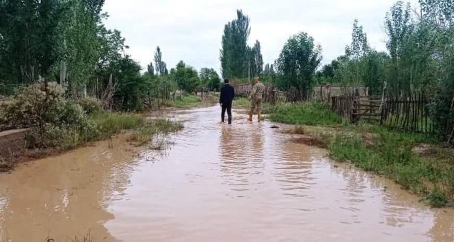 Kırgızistanı sel vurdu: Onlarca evi su bastı