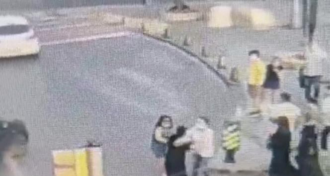Şişlide kadın yankesicinin yakalanma anı kamerada