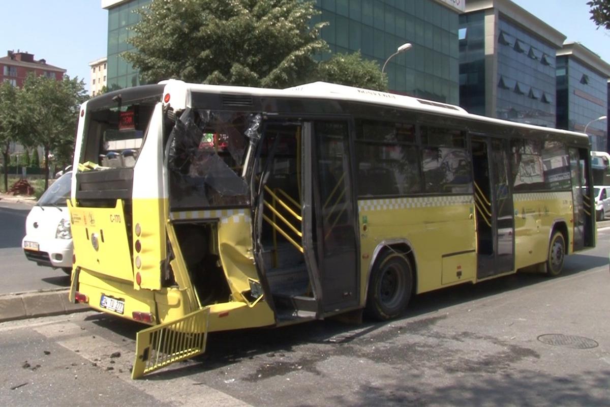 Ümraniye'de özel halk otobüsü ile kamyon çarpıştı!