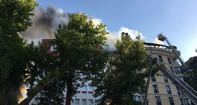 Ankarada otelin çatı katında yangın