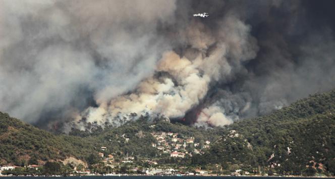 Marmaristeki yangın Hisarönü Körfezini tehdit ediyor