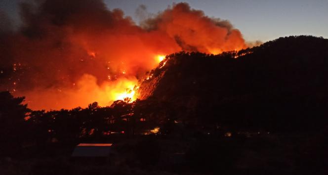 Aksekide orman yangını devam ediyor