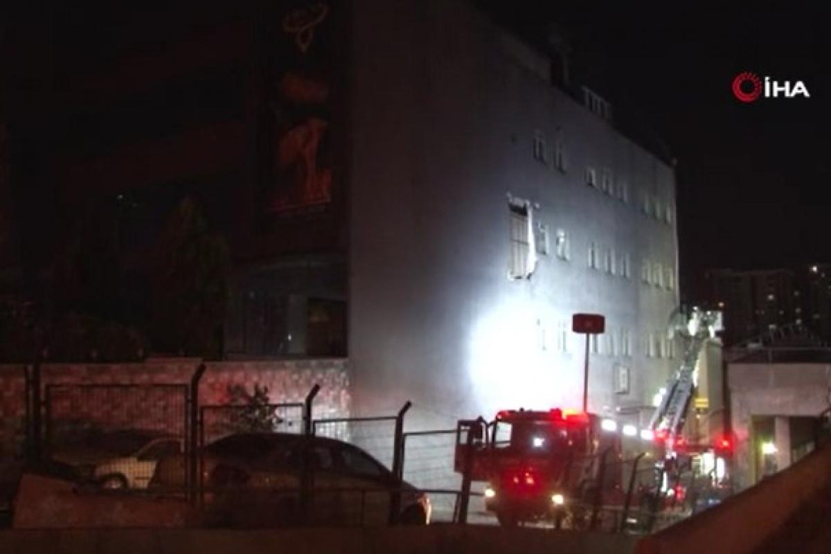 Başakşehir'de restoranda yangın çıktı, 11 kişi dumandan etkilendi