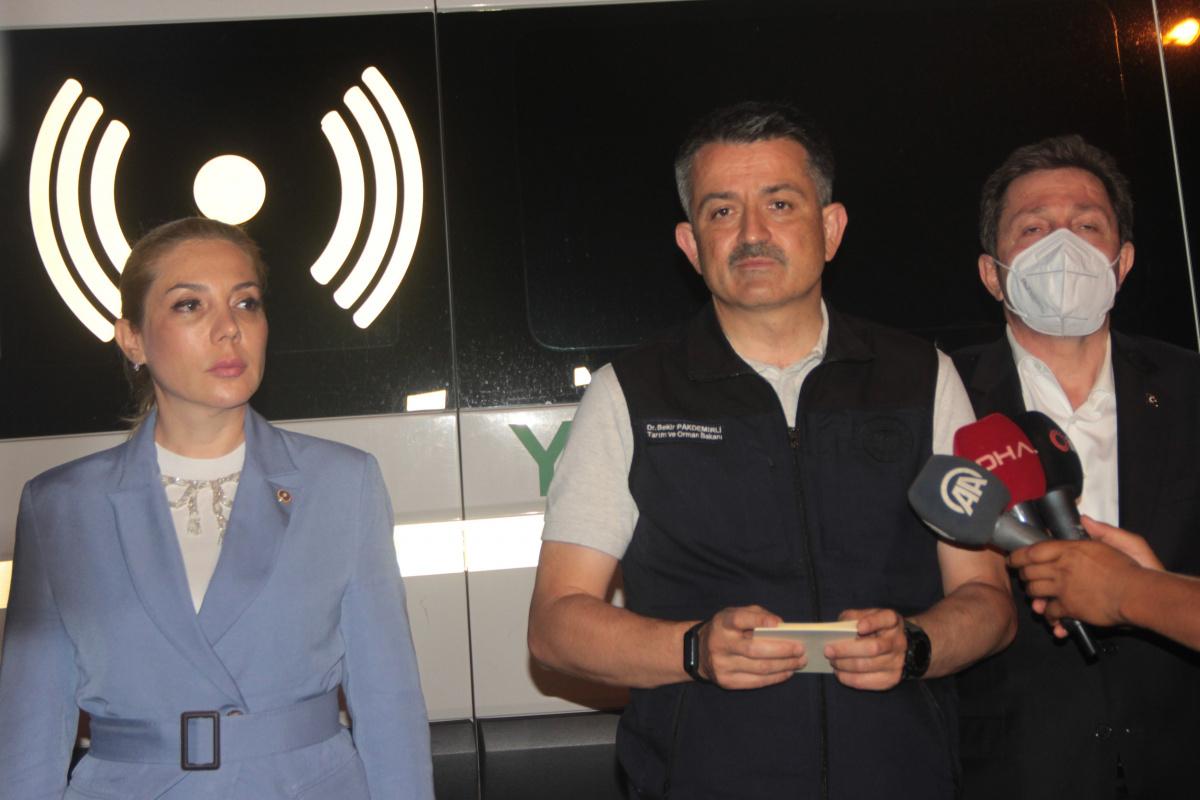Bakan Pakdemirli, yangınlarla ilgili son durumu açıkladı! Kritik nem uyarısı