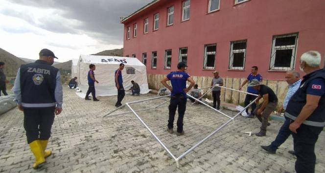 Vanda sel mağdurları için çadır kuruluyor