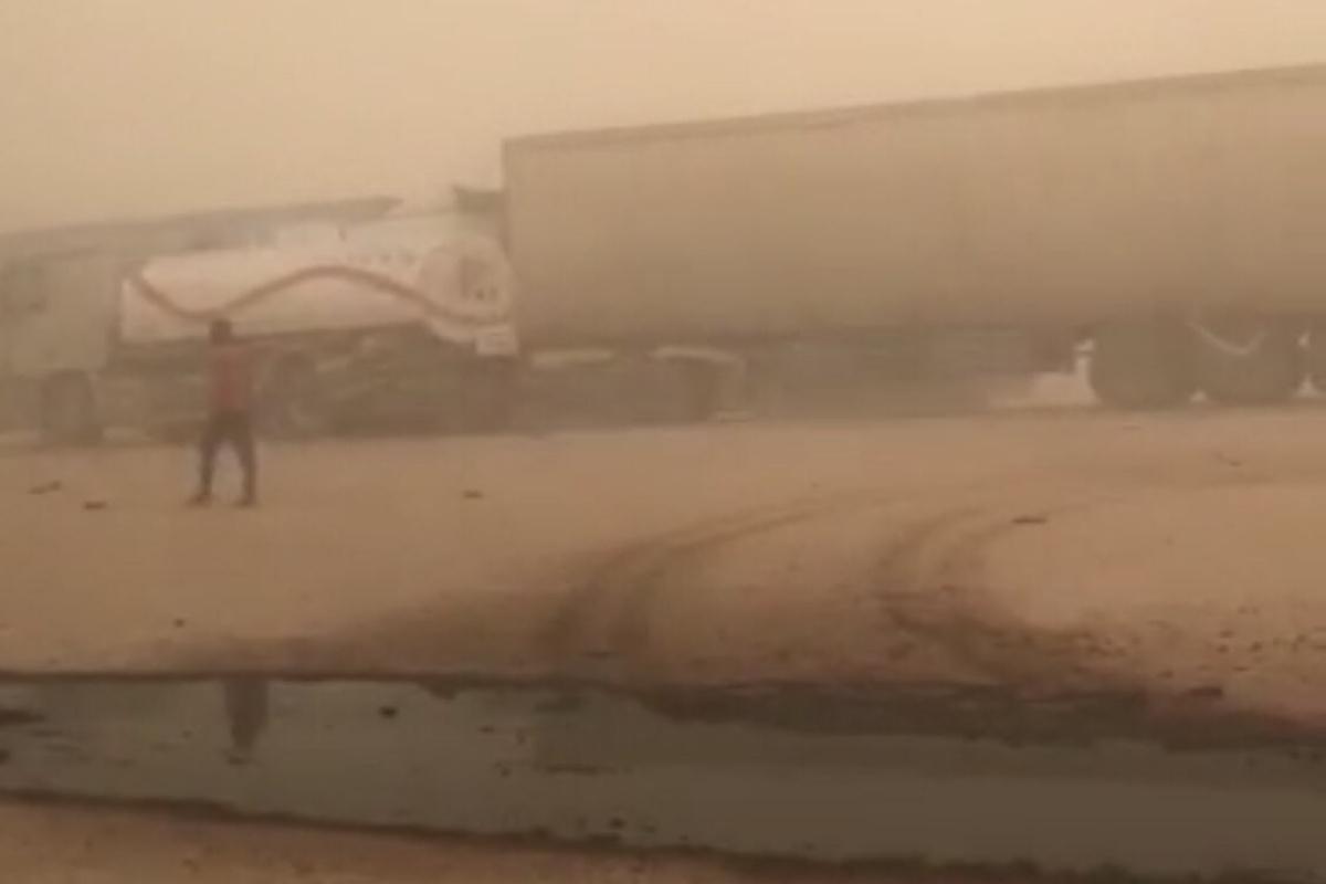 Suudi Arabistan'da kum fırtınasında zincirleme kaza: 2 ölü, 14 yaralı