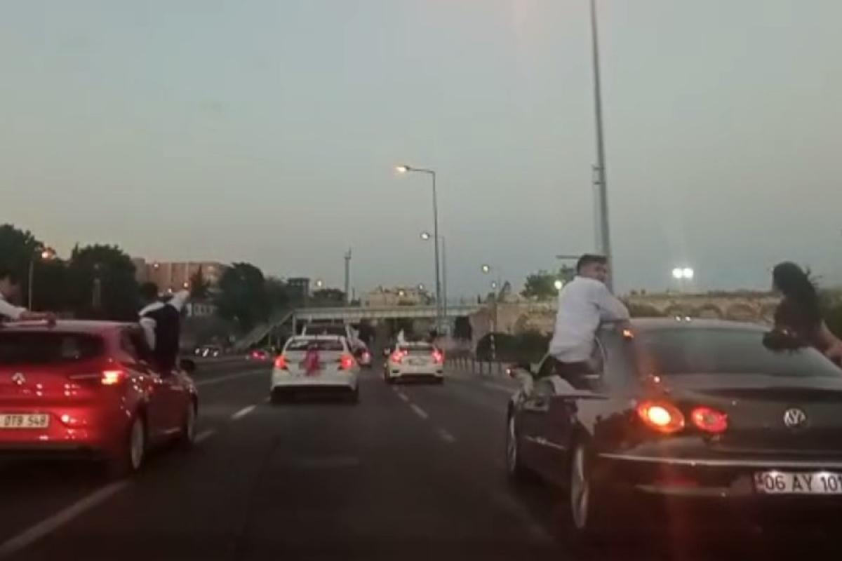 Düğün magandaları Bakırköy sahil yolunda trafiği tehlikeye düşürdü