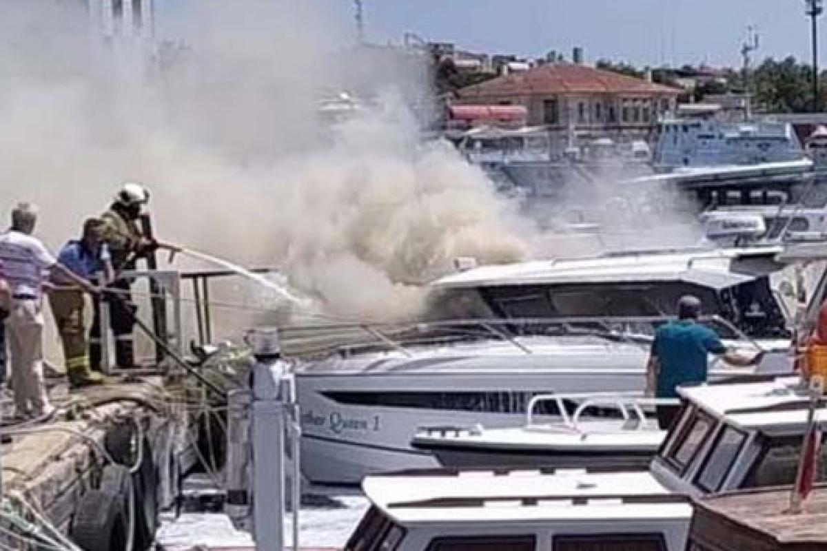 Erdek Limanında lüks yat yanarak battı
