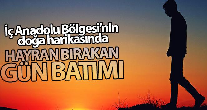 İç Anadolu Bölgesi'nin doğa harikası gün batımı manzarasıyla hayran bıraktı