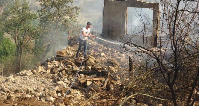Sütçülerdeki yangında 15 ev zarar gördü, 10 kişi dumandan etkilendi