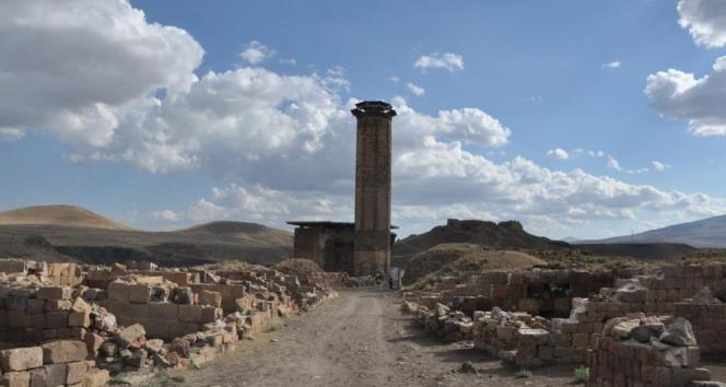 Anadolunun ilk Türk camisinden ezan sesi yankılandı