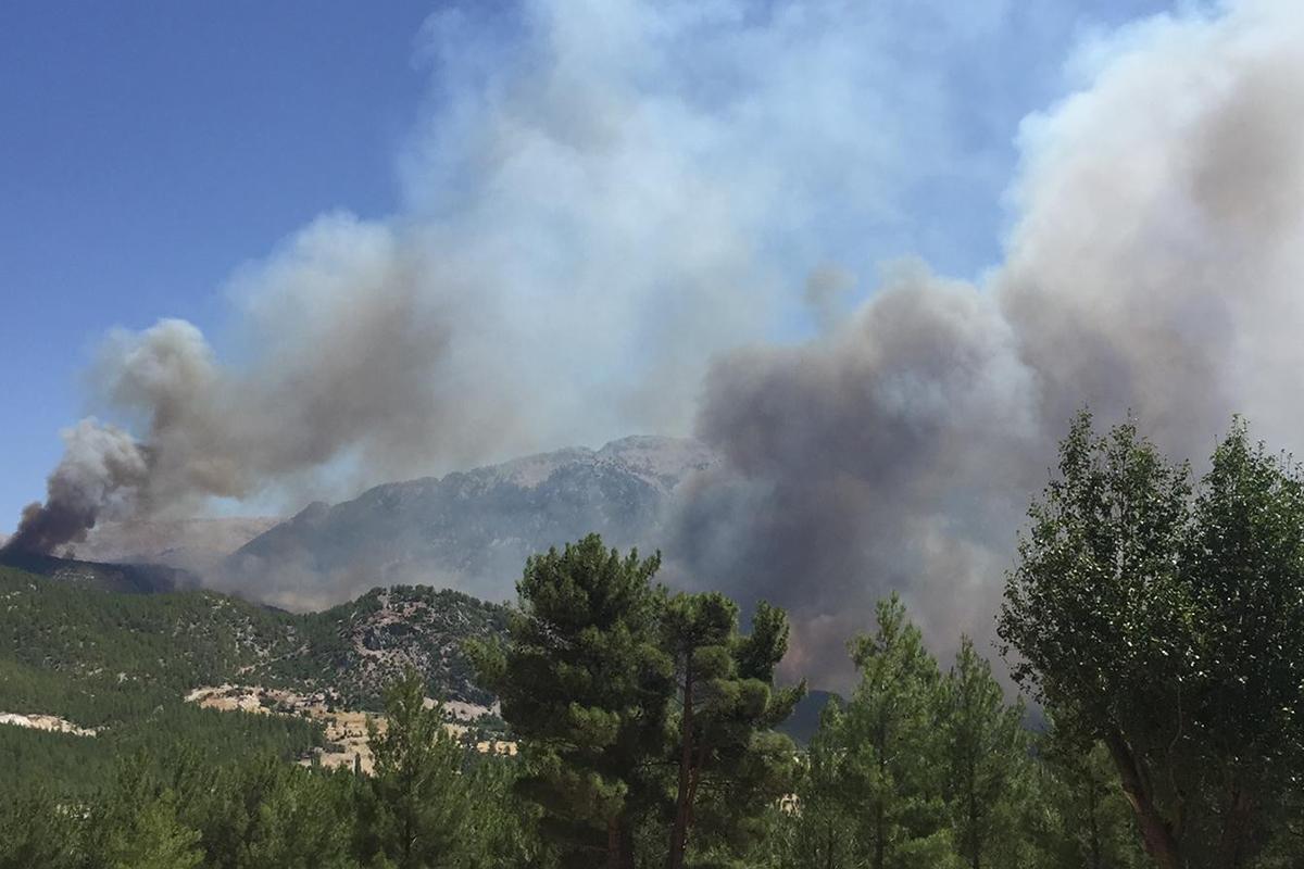 Seydikemer yangını devam ediyor
