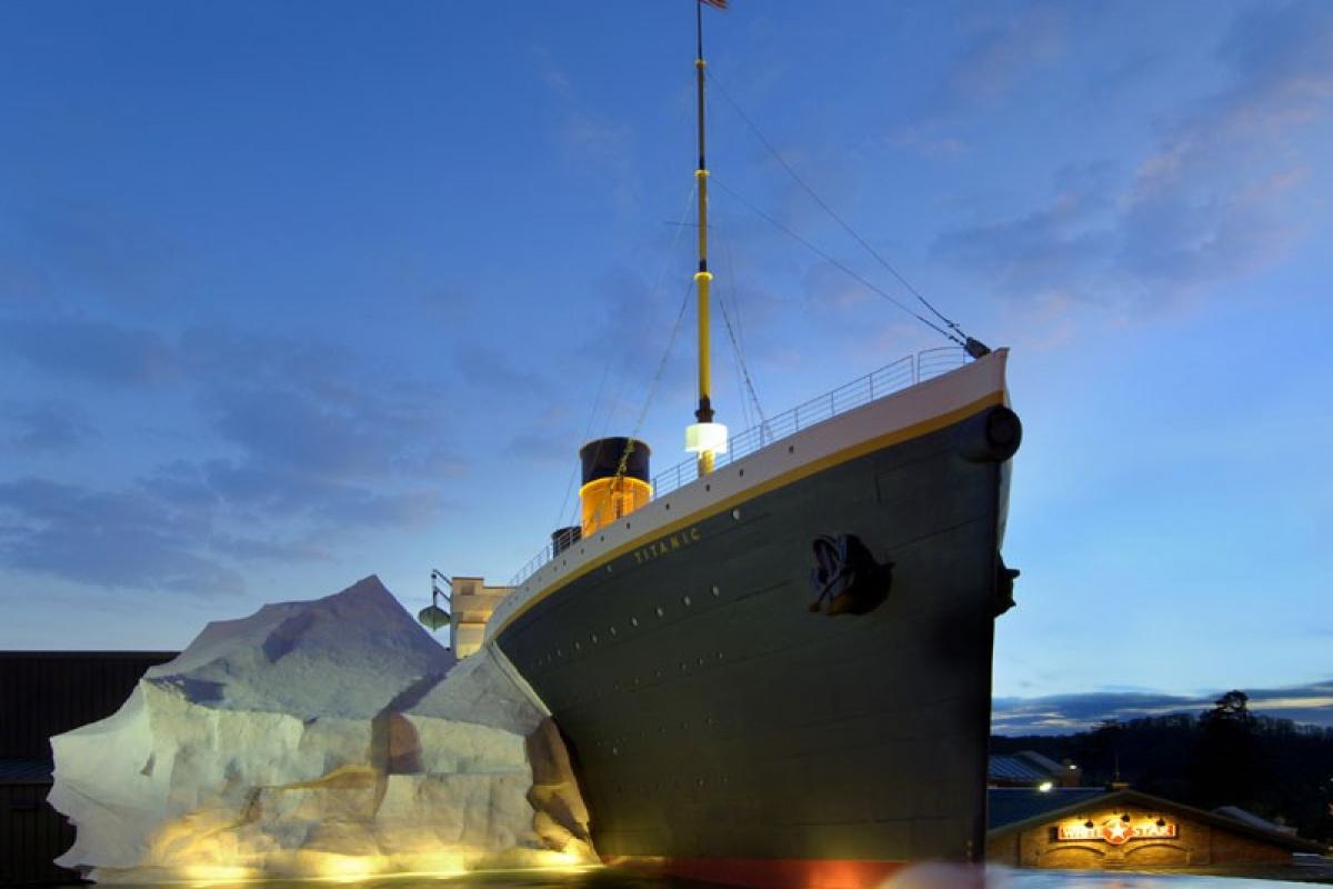 Titanik müzesindeki buzdağı ziyaretçilerin üzerine devrildi: 3 yaralı