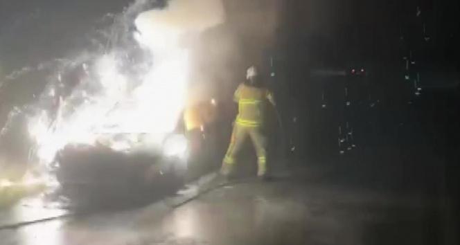 İznikte otomobil alev alev yandı