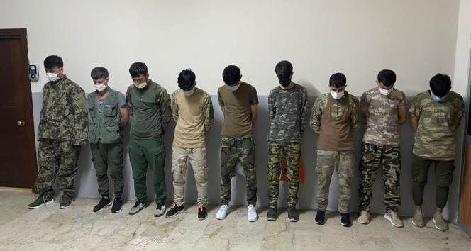 Zeytinburnunda askeri kamuflajlı 9 kaçak göçmen yakalandı