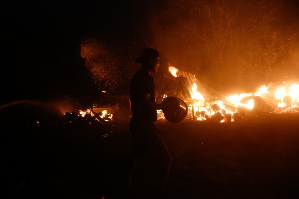 Yunanistan alevlere teslim! Atinalılara 'evden çıkmayın' çağrısı