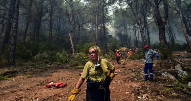 Marmariste tahliye edilen bölgelerde söndürme çalışması devam ediyor