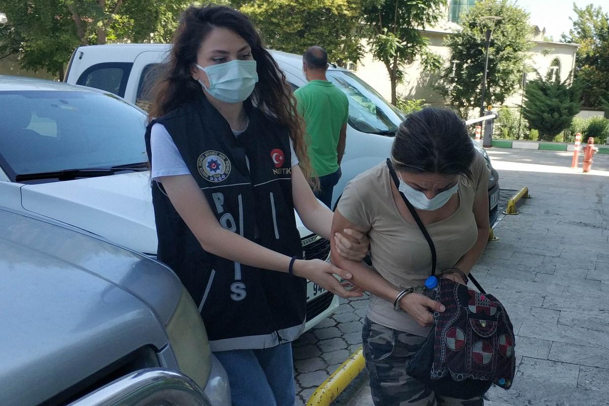 Yolcu otobüsünden inerken uyuşturucuyla yakalanan kadın tutuklandı