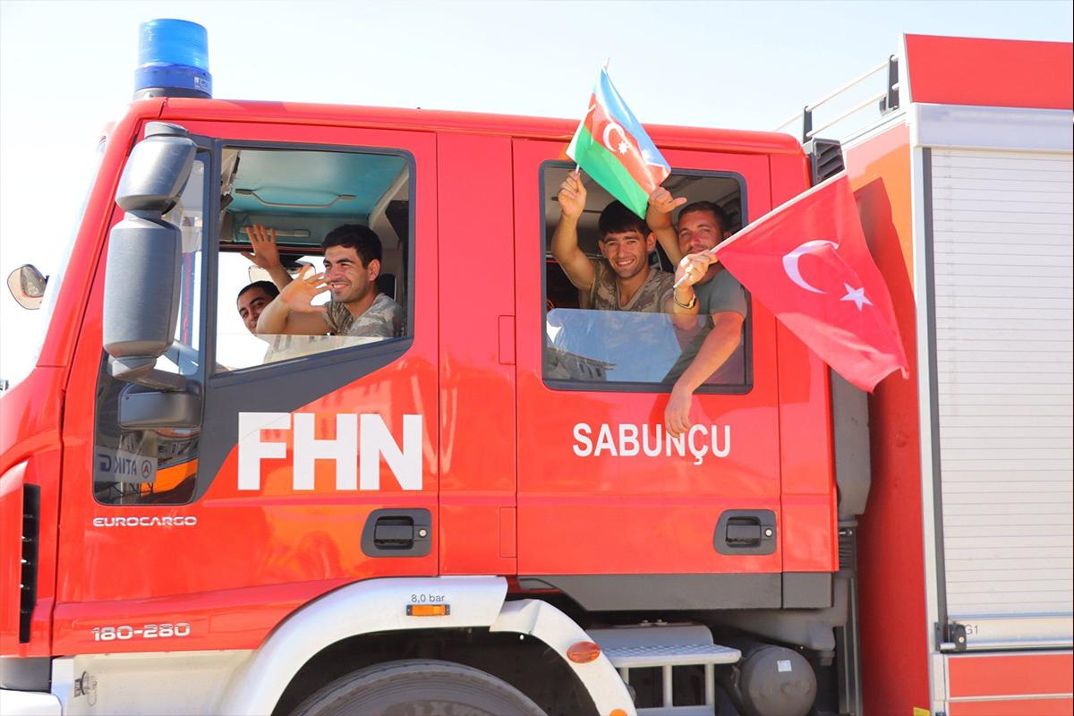 Azerbaycan, Türkiye'nin orman yangınlarıyla mücadelesine destek için ilave ekipler gönderiyor