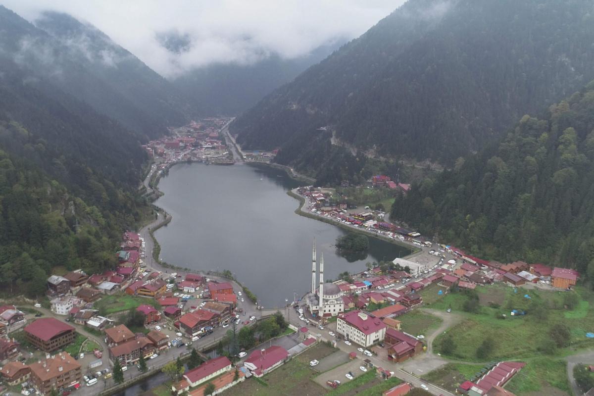 Muğla ve Antalya'daki yangınlar nedeniyle tatilcilerin yeni rotası Doğu Karadeniz oldu
