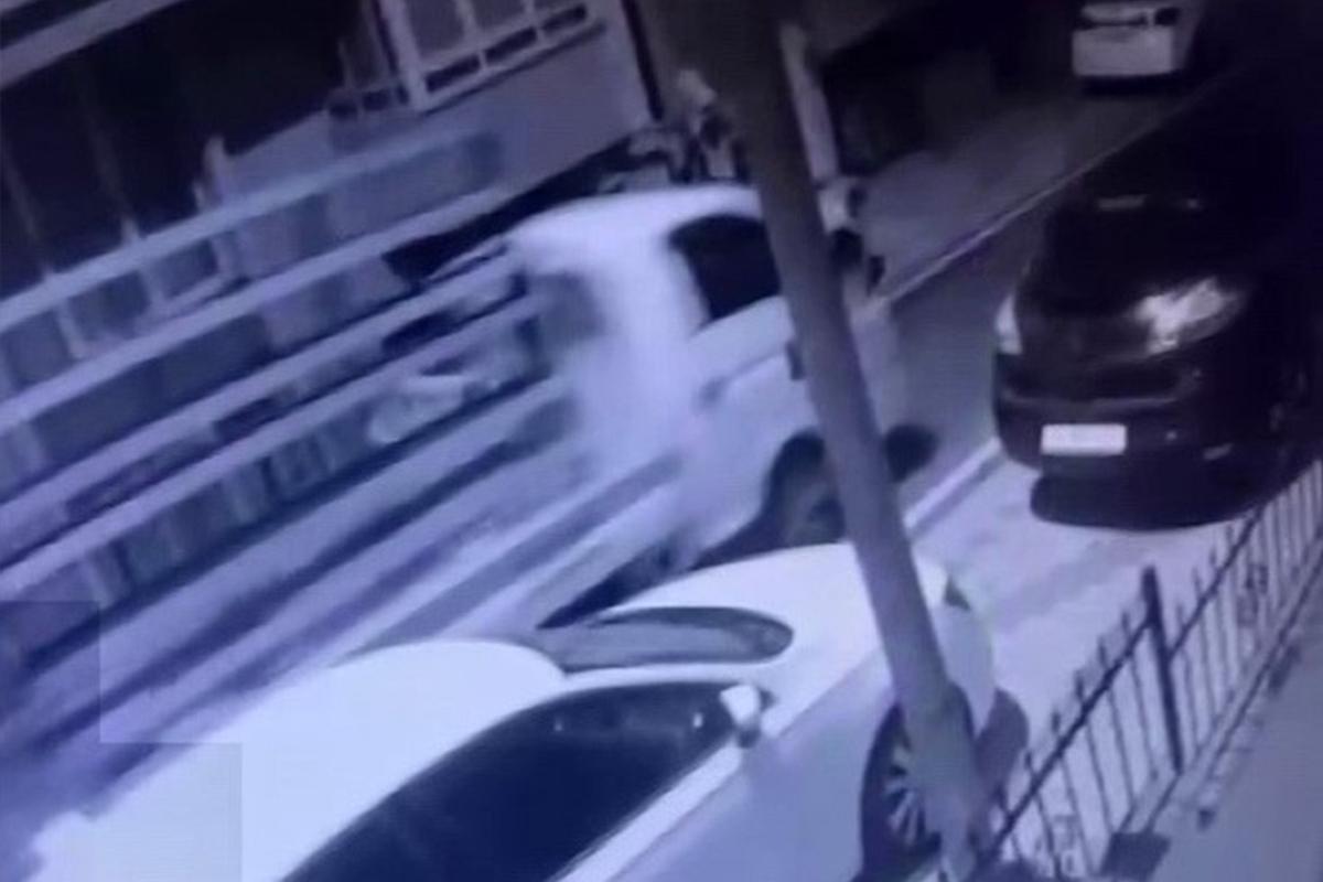 Üsküdar'da gece vakti kamyonet hırsızlığı kamerada