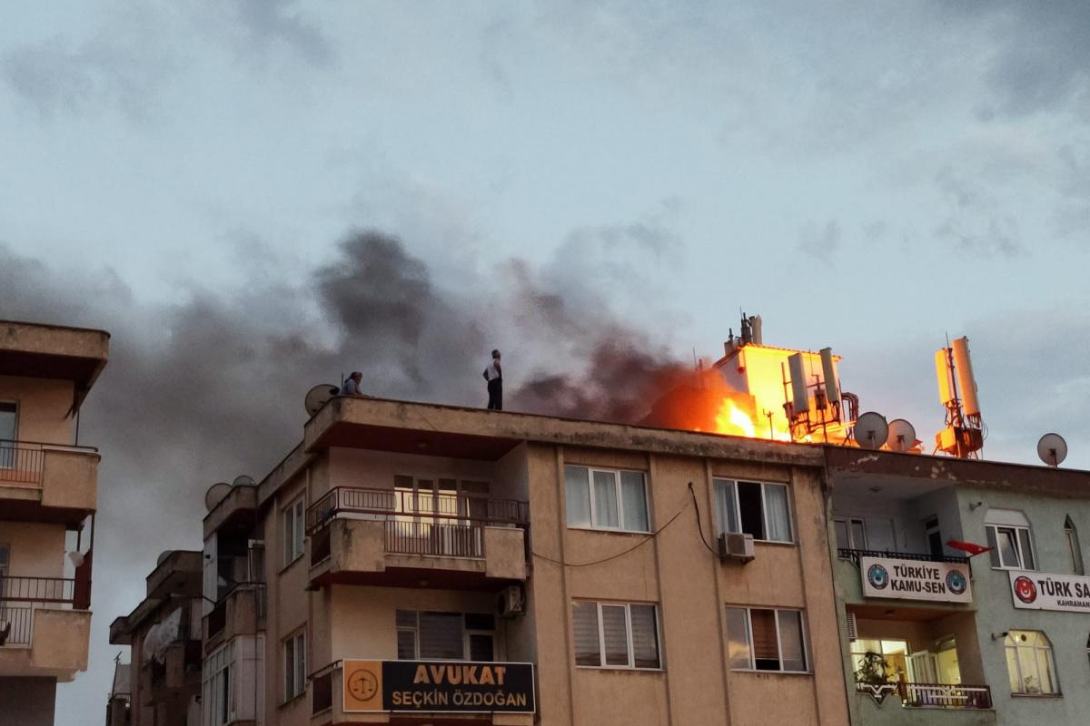Kahramanmaraş'ta çatı yangını korkuttu