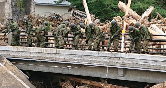 Japonyada sel heyelana neden oldu: 3 ölü