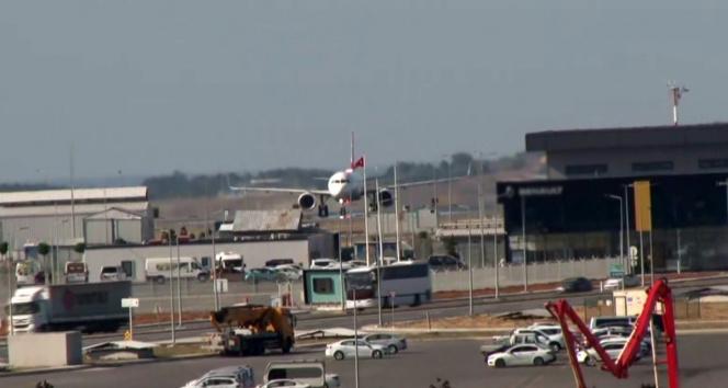 Afganistandan Türk vatandaşlarını getiren uçak İstanbul Havalimanına indi