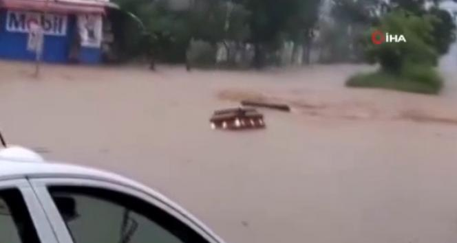 Grace Kasırgasının vurduğu Meksikada sel ve heyelan: 8 ölü